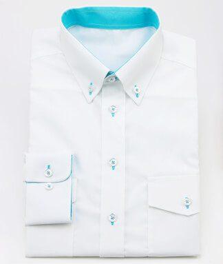 Weißes Hemd mit türkis als Kontrastfarbe
