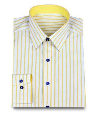 Farbenfrohes Hemd mit dunkelblauen Knöpfen